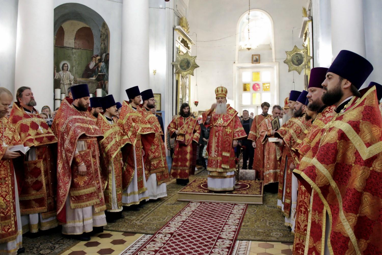 Архиерейское богослужение в Гребневском храме в день памяти Щелковских новомучеников