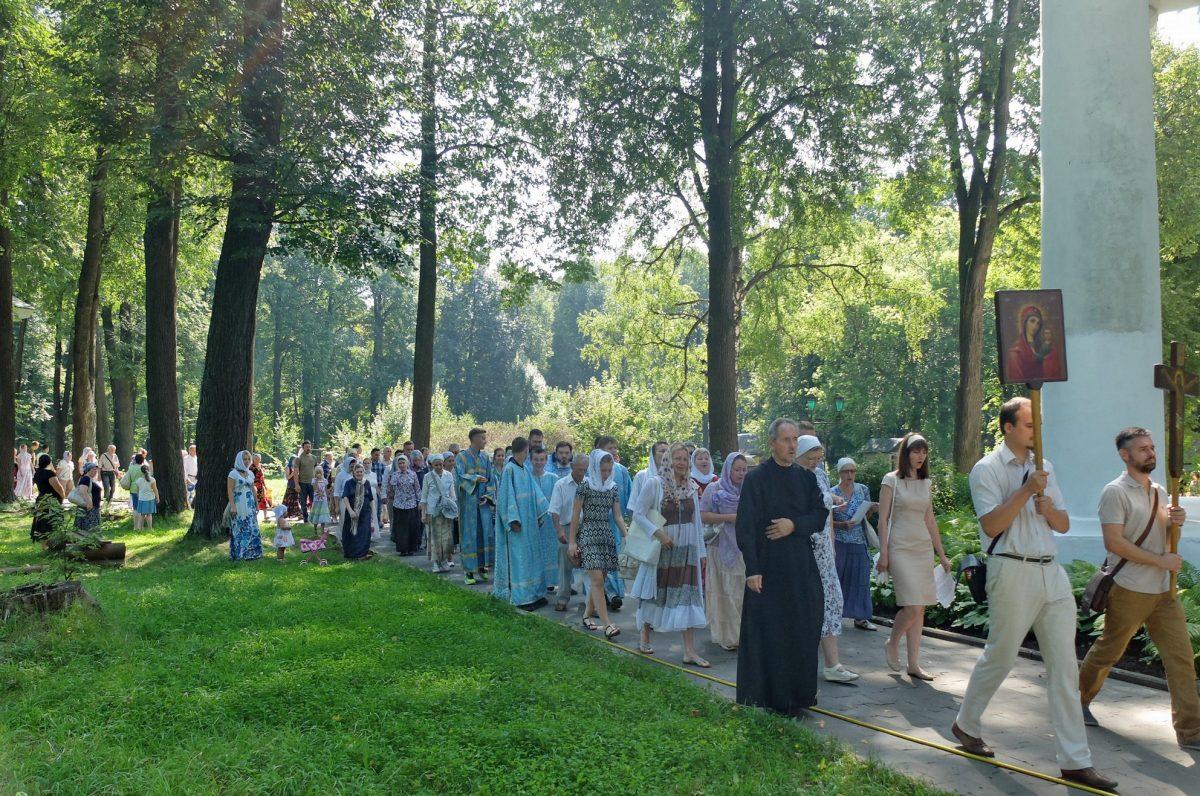 Традиционный крестный ход к часовням в д. Новая и Старая Слобода